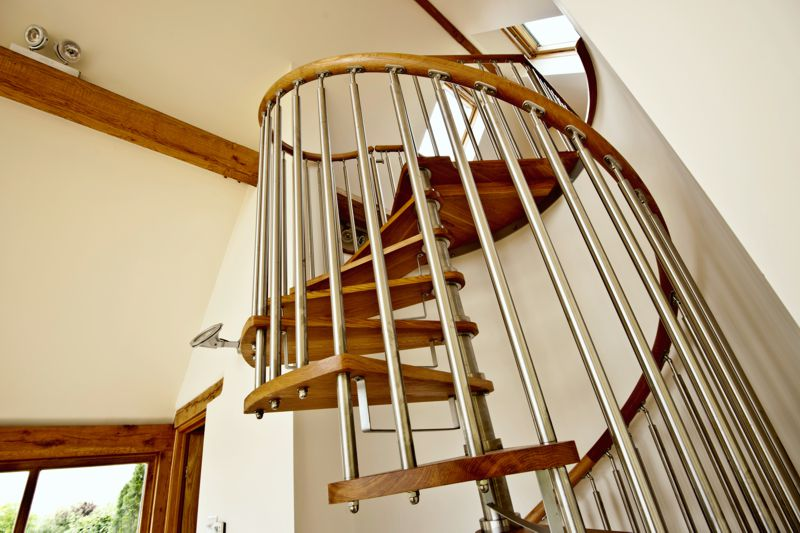 Modern Spiral Staircase Timber Tread 4