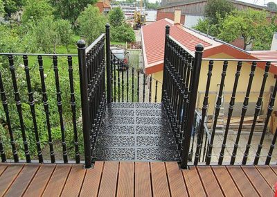 Extended landing for Victorian spiral with Reeded Balusters