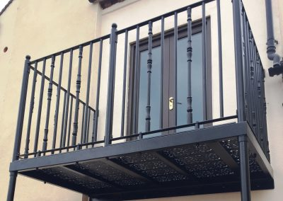 E1 Round & Reeded Combo Balcony 2